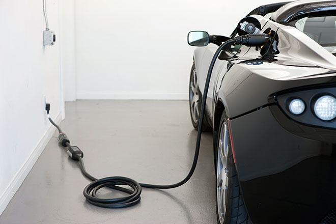 tesla-roadster-plugged-in